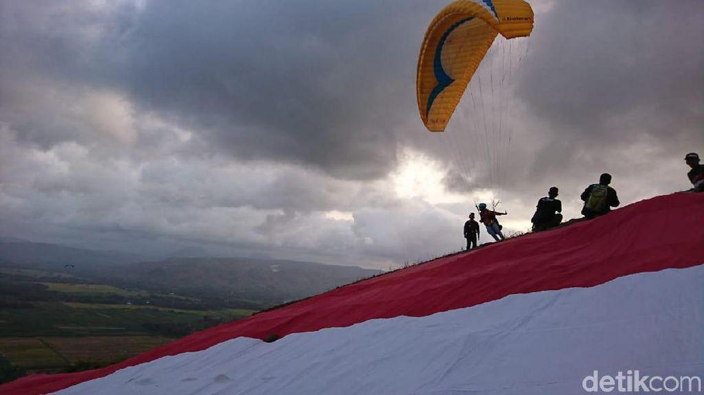 Puluhan Atlet Ikuti Festival Paralayang di Bukit Tunggangan Trenggalek