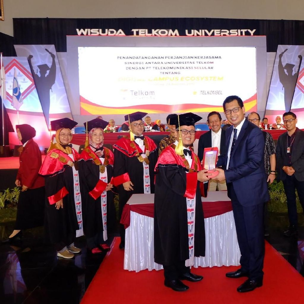 Digitalisasi Pendidikan ala Telkomsel dan Telkom University