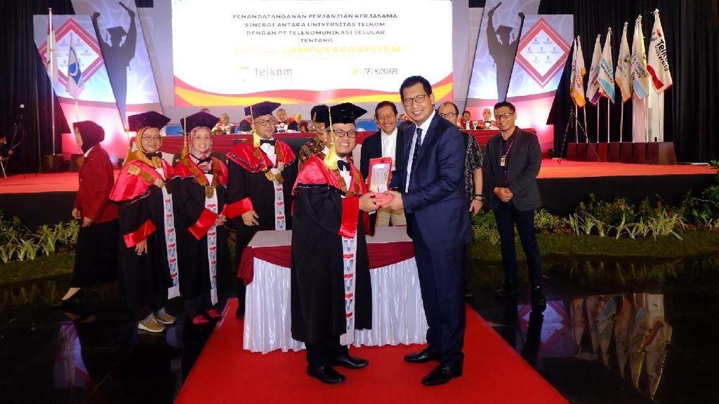 Digitalisasi Pendidikan ala Telkomsel dan Telkom University