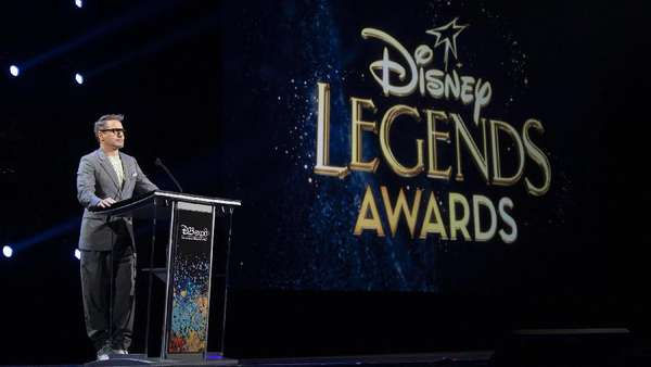 Robert Downey Jr Sang Legenda Disney