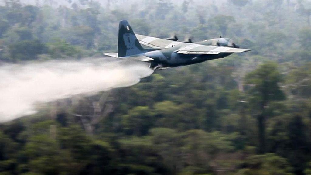 Hercules Terus Mengudara untuk Padamkan Kebakaran Amazon