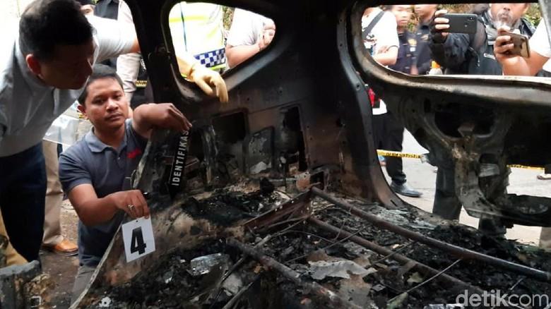 Olah TKP Dua Mayat dalam Mobil Terbakar, Polisi Masih Selidiki Asal Api