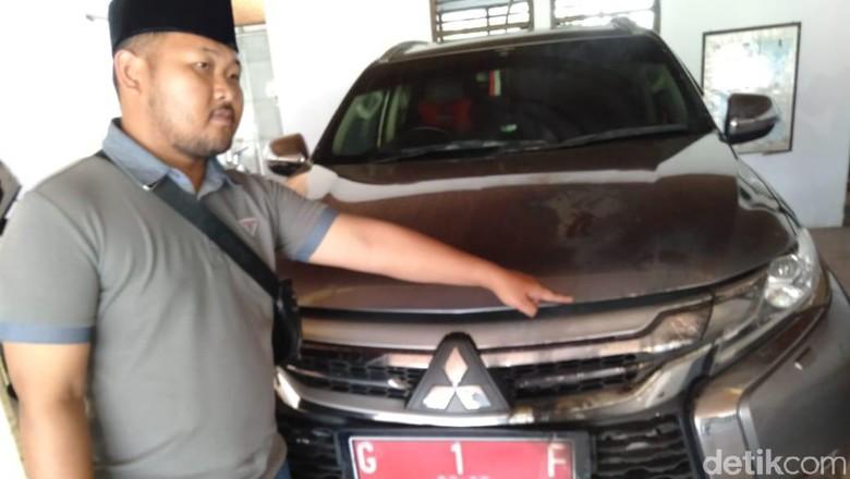 Mobil Dinas Bupati Tegal Dilempar Bensin dan Dibakar Orang Tak Dikenal