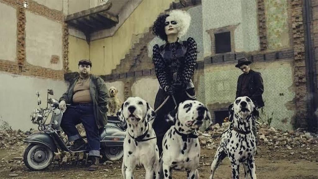 Fierce! Gaya Punk Rock Emma Stone Jadi Penculik Anjing Cruella de Vil