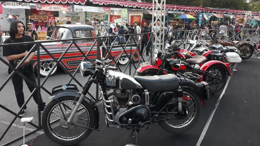 Motor dan Mobil Antik Padati Yogyakarta