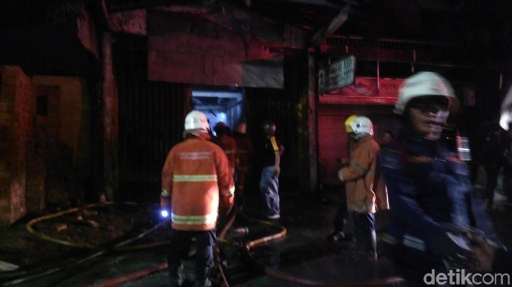 Toko Bangunan di Surabaya Terbakar, Jalan Gunungsari Sempat Ditutup 2 Arah