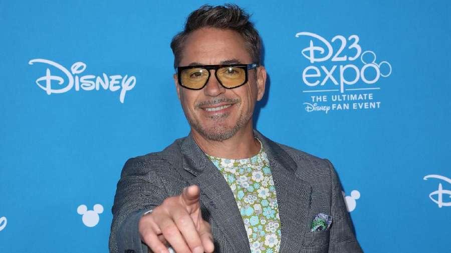 Robert Downey Jr Sang Legenda Disney