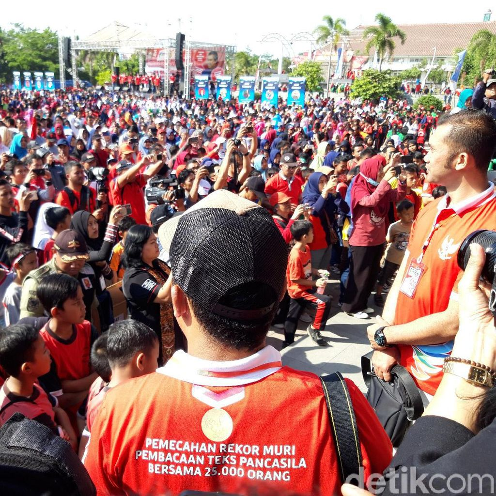 Bikin Mrinding, 37.449 Orang Serempak Baca Teks Pancasila di Boyolali