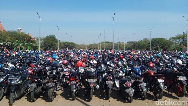 Lahan parkir sepeda motor/