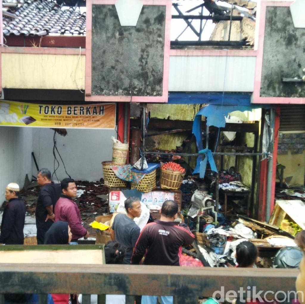 Pasar Kapling Semarang Dilahap Si Jago Merah, 6 Kios Ludes Terbakar