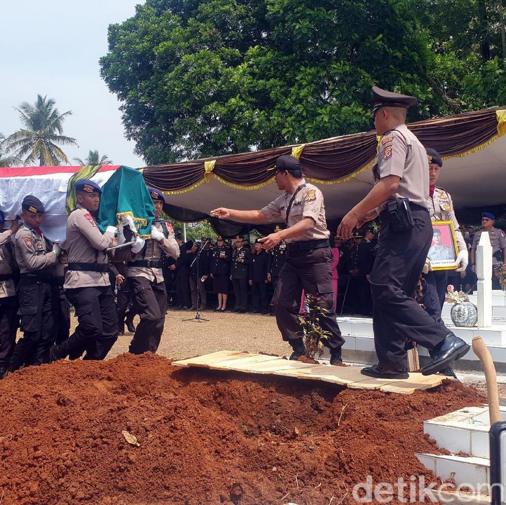 Di Pemakaman Ipda Erwin, Kapolda Jabar: Saya Harap Ini Kejadian Terakhir