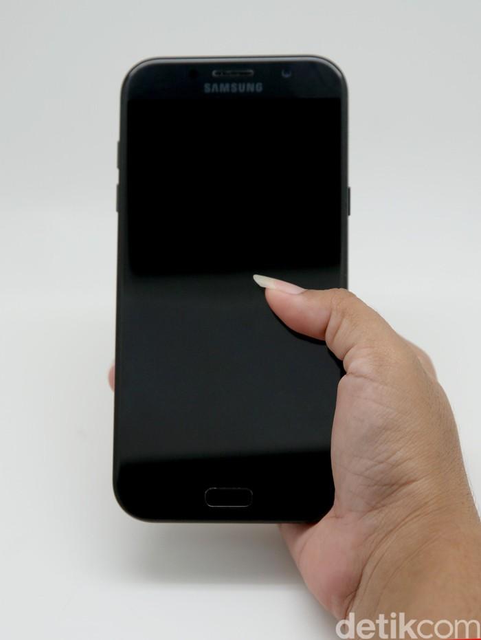 Tes Kepribadian: Bagaimana Cara Kamu Memegang Handphone ...