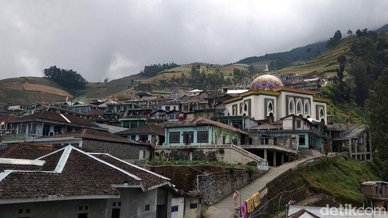Beberapa waktu lalu sempat viral di media sosial, rumah-rumah penduduk seperti di Nepal. Ternyata, pemukiman itu ada di Magelang, Jawa Tengah. (Eko Susanto/detikcom)