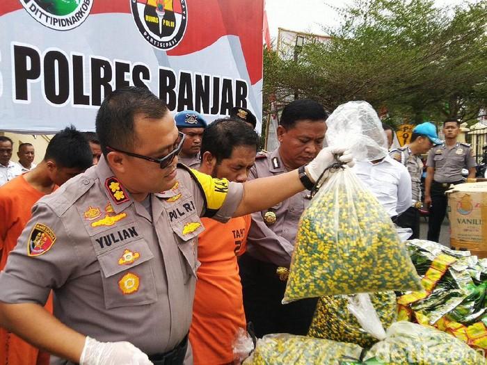 Polres Banjar ungkap peredaran jamu palsu. (Foto: Dadang Hermansyah/detikcom)