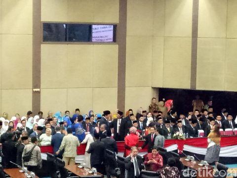 Ahok di pelantikan anggota DPRD DKI