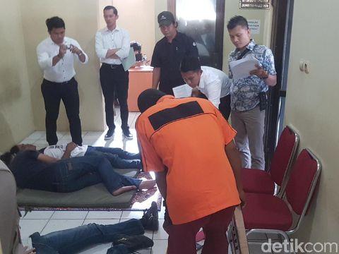 Rekonstruksi pembunuhan sekeluarga di Serang, Senin (26/8/2019)