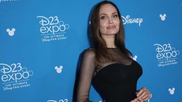 Ayu Ting Ting, Cardi B, Nia Anggia, Ryan Reynold hingga Angelina Jolie