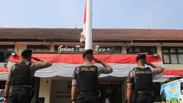 Dukacita untuk Ipda Erwin, Polres Bogor Kibarkan Bendera Setengah Tiang