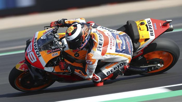 Jorge Lorenzo menyerahkan pertanyaan mengenai motot musim depan ke Honda. (Foto: Bradley Collyer/PA via AP)