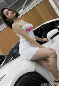 DJ Nisha, Model Cantik Melayu dan Mobil Impiannya