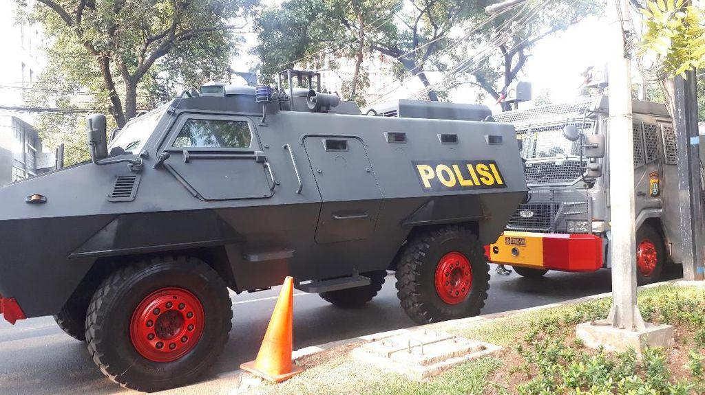 Jelang Pelantikan Anggota DPRD DKI, Baracuda hingga Water Cannon Siaga