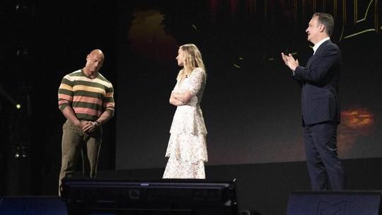 Usai Nikah, Dwayne Johnson Menari dengan Wanita Lain di D23