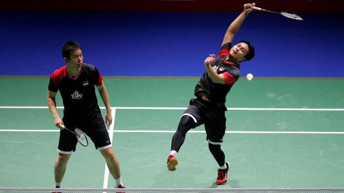 Hendra Setaiwan/Mohammad Ahsan melaju ke final Hong Kong Open 2019. (REUTERS/Vincent Kessler)