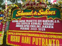 Karangan Bunga untuk Prasetio Edi dan Anak Haji Lulung Penuhi Halaman DPRD