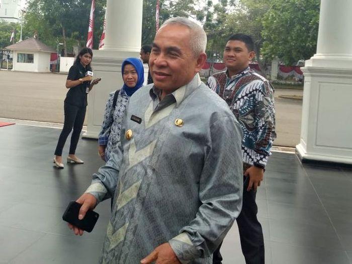 Presiden Jokowi akan mengumumkan lokasi ibu kota baru di Kalimantan. Gubernur Kalimantan Timur diundang ke istana siang ini.