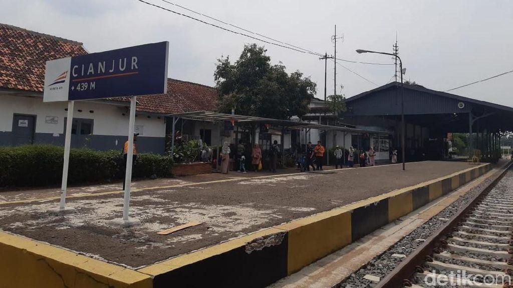 Menjajal Kereta di Jalur Peninggalan Belanda Sukabumi-Ciranjang