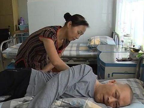 Kisah Haru Perjuangan Istri Rawat Suami yang Koma Selama 5 Tahun