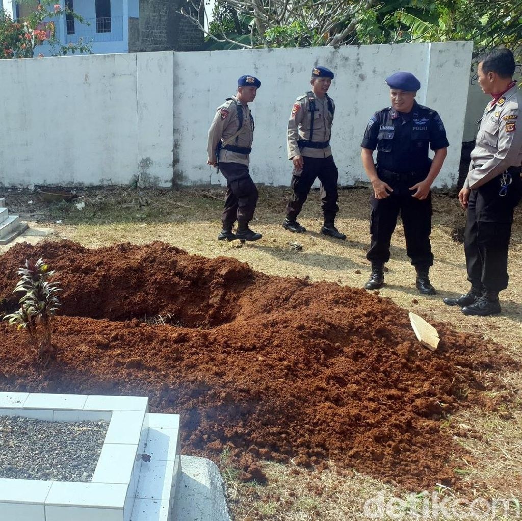Gugur Dalam Tugas, Ipda Erwin Dikebumikan di Taman Makam Pahlawan