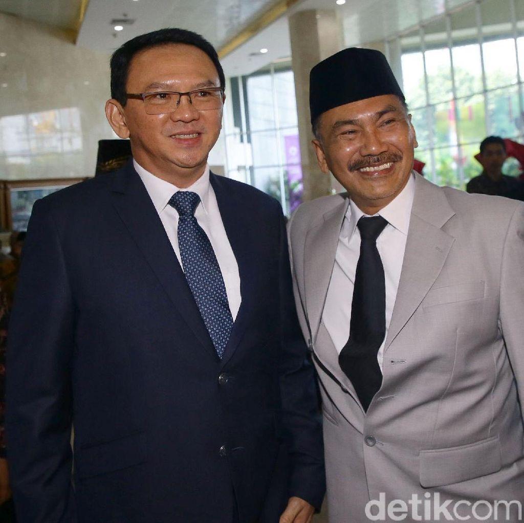 Ahok Jadi Sasaran Selfie-Salaman Anggota DPRD DKI