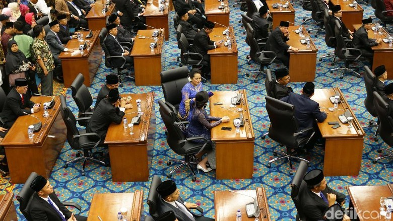 Kerabat Politisi di DPRD DKI