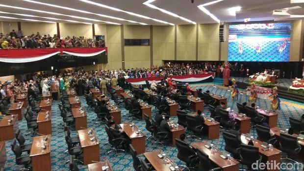 Anies Hadiri Pelantikan DPRD DKI, Ahok-Djarot Duduk di Kursi Undangan
