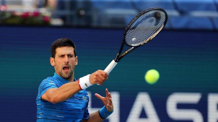 Novak Djokovic melaju ke babak kedua AS Terbuka 2019. (Foto: Elsa/Getty Images)