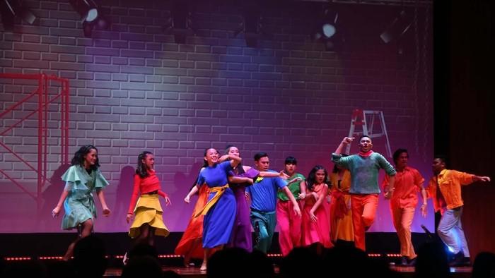 Setelah melalui proses panjang sejak tahun lalu, 13 seniman muda program Indonesia Menuju Broadway akhirnya menginjakkan kaki di New York, AS.