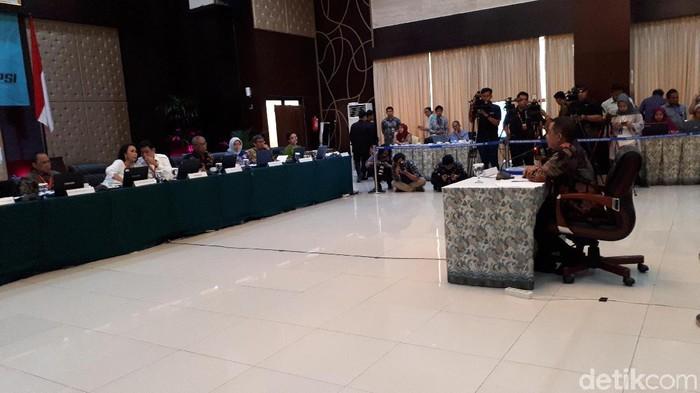 Capim KPK Antam Novambar saat tes wawancara dan uji publik di gedung Setneg, Jakarta Pusat, Selasa (27/8/2019). Foto: Faiq Hidayat-detikcom