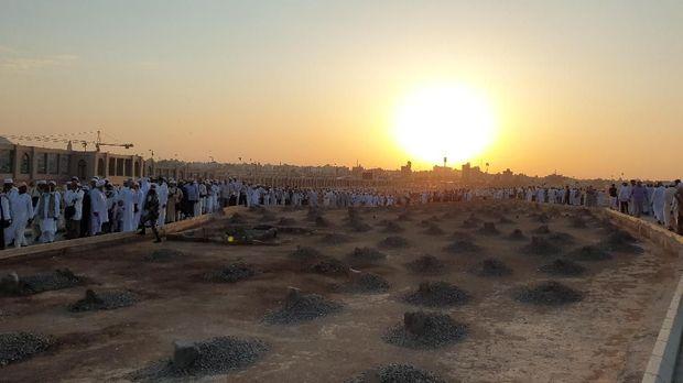 Jemaah kemudian juga disarankan untuk berziarah ke makam Baqi.