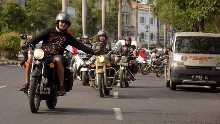 Komunitas pecinta motor Royal Enfield, Royal Riders Indonesia (RoRI) secara akbar membuka International Royal Enfield Jambore 2019 – Bali, Indonesia.