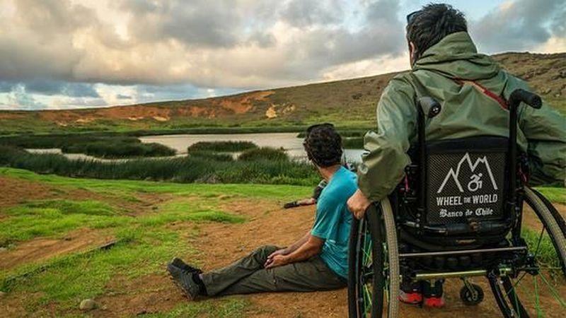 Adalah Wheel the World, sebuah startup travel yang dikhususkan bagi orang difabel. Startup ini diinisiasi oleh sepasang sahabat bernama Alvaro Silberstein dan Camilo Navarro (@wheeltheworld/Instagram)