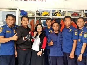 Cincin Nyangkut di Jari, Wanita yang Viral Ini Minta Bantuan Damkar Jaksel