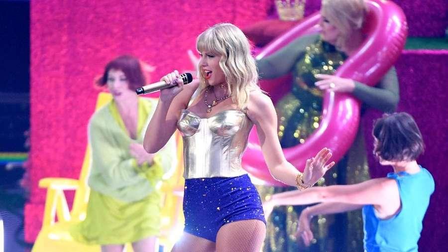 Taylor Swift Bawakan Medley Lover di MTV VMAs 2019