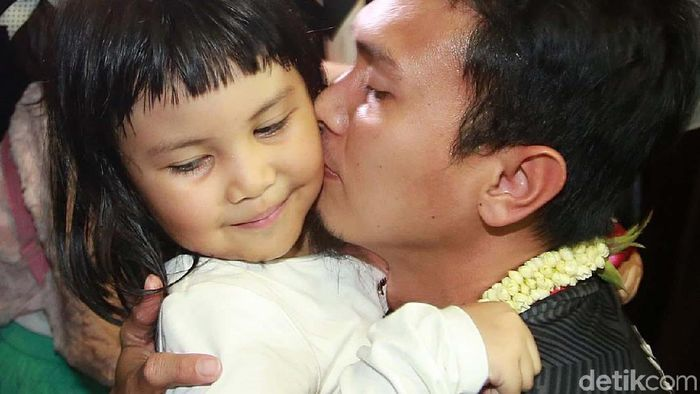 Mohammad Ahsan bersama putrinya Chayra Maritza. (Agung Pambudhy/detikSport)