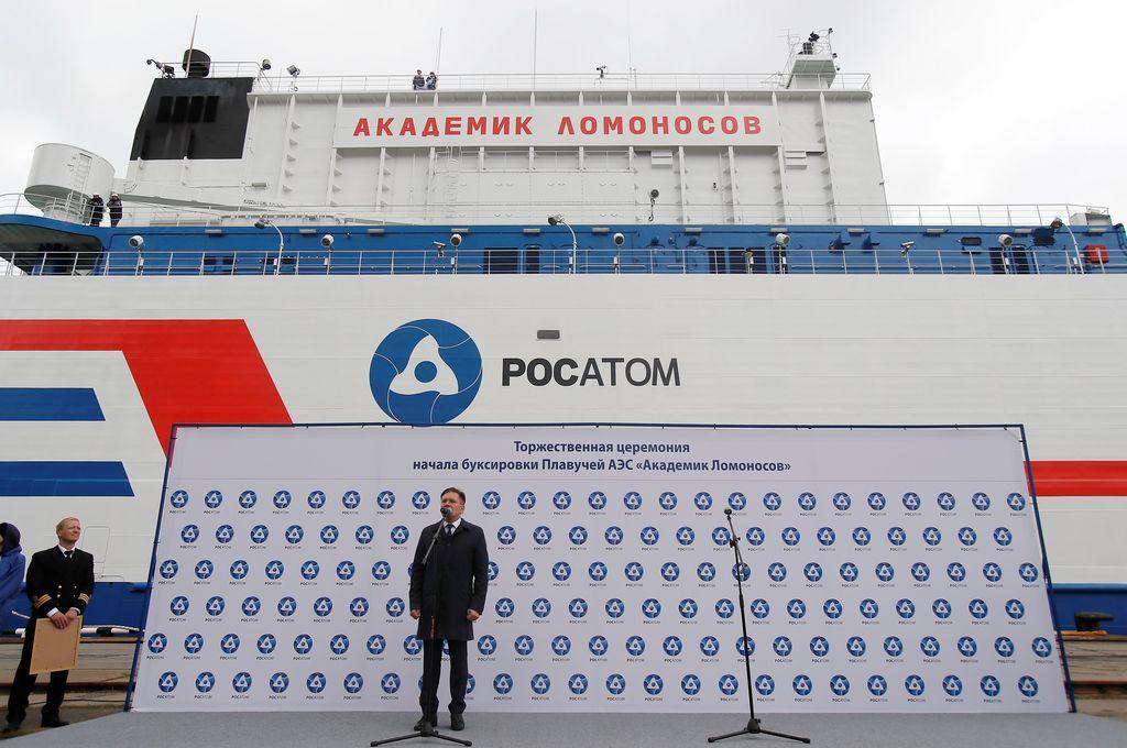 Akademik Lomonosov, begitulah namanya. Ini saat upacara peluncurannya ke lautan. Foto: Reuters