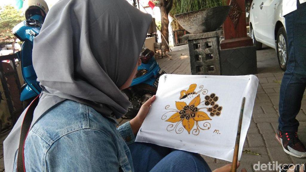 Foto: Serunya Membuat Batik di Solo