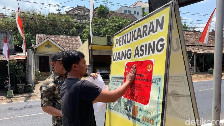 Money Changer Bodong di Malang Ditertibkan