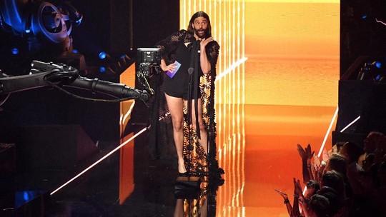 Pria Ini Kenakan Cape Dress di MTV VMAs, Siapakah Dia?