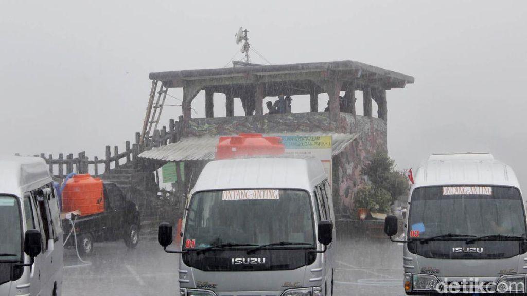 Tangkuban Perahu Diguyur Hujan Deras Usai Doa Bersama