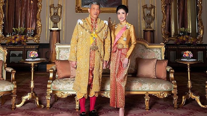 Raja Thailand Maha Vajiralongkorn dan selirnya Foto: HANDOUT/AFP/Getty Images